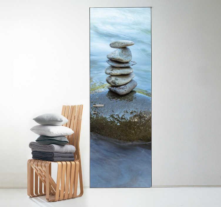 TenStickers. Sticker Texture Simili Texture Eau. L'élément de l'eau est réputé comme le plus apaisant d'entre tous. Faîtes-en l'expérience avec ce sticker pour porte de pierres sur calme point d'eau.