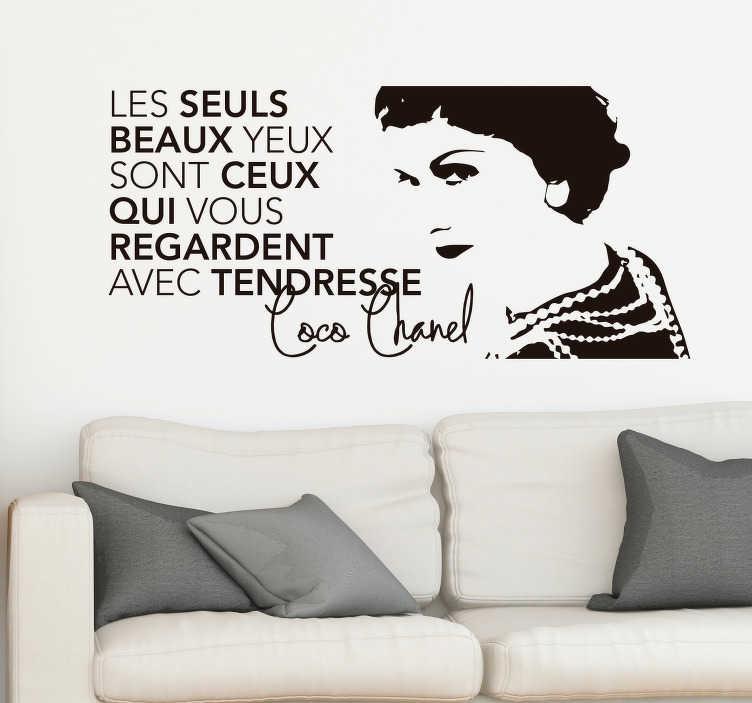 TenStickers. Sticker Maison Citation Coco Chanel. Sticker citation Coco Chanel, pour un peu de mode et beaucoup de romantisme dans votre salon. Un autocollant personnage surmesure !