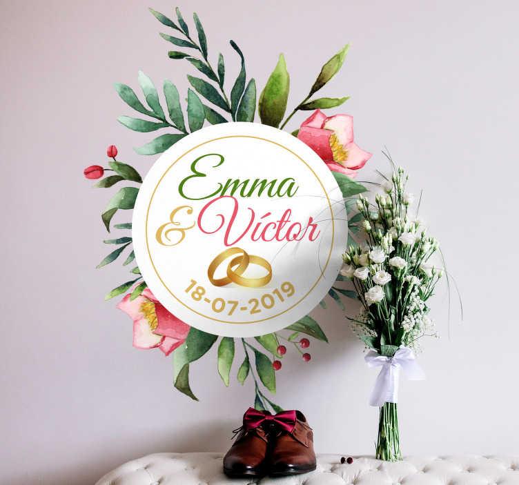 TenVinilo. Vinilo frase boda eucalipto. Original pegatina adhesiva para bodas con el diseño de una corona de eucalipto, la cual incluye el nombre de los novios y la fecha de la celebración.
