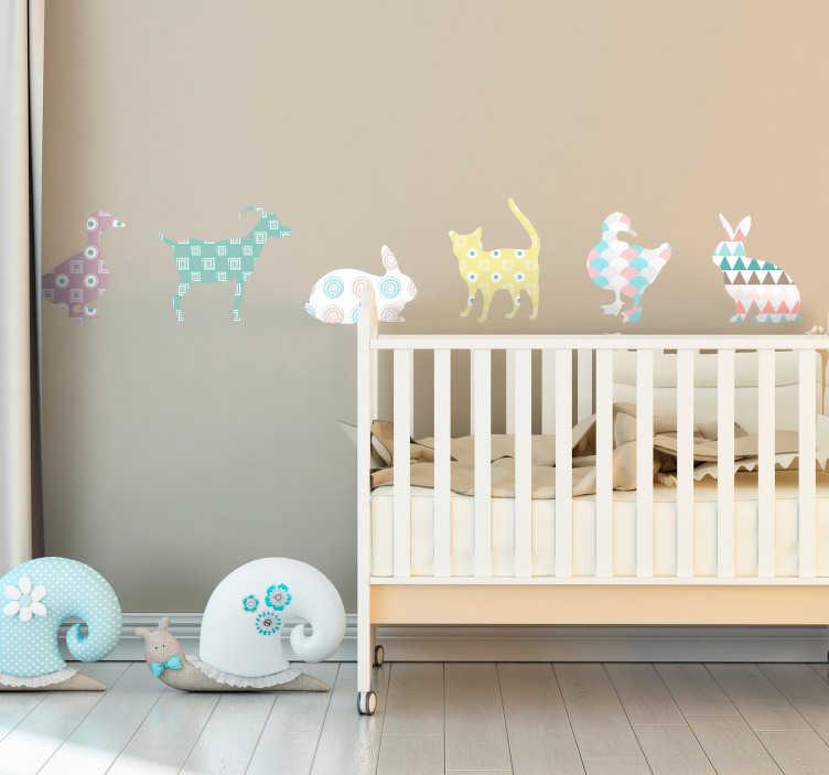 TenVinilo. Vinilo animal colores pastel y formas geometricas. Pegatina infantil formada por la ilustración de seis animales en tonos pastel y diseñados a partir de formas geométricas. Envío Express en 24/48h.
