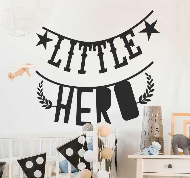 """TenVinilo. Vinilo bebé guirnalda texto little hero. Fantástica pegatina adhesiva para decorar una habitación infantil formada por el texto """"Little Hero"""". Descuentos para nuevos usuarios."""