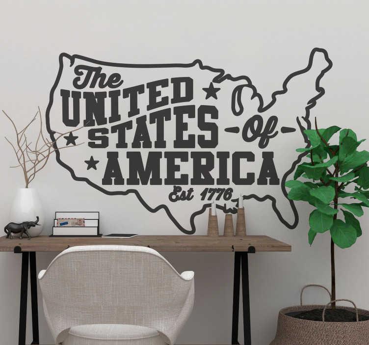 """TenVinilo. Vinilo frase the united states. Fantástica ilustración del mapa de Estados Unidos acompañada del texto """"The United States of America - Est. 1776"""". Envío Express en 24/48h."""