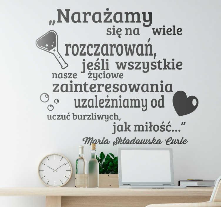 TenStickers. Naklejka na ścianę sławne cytaty Cytat o miłości Skłodowska. Szukasz naklejki na ścianę do salonu? Sprawdź ofertę naszych naklejek ściennych z cytatami, np. Marii Skłodowskiej Curie. Ponad 50 dostępnych kolorów!