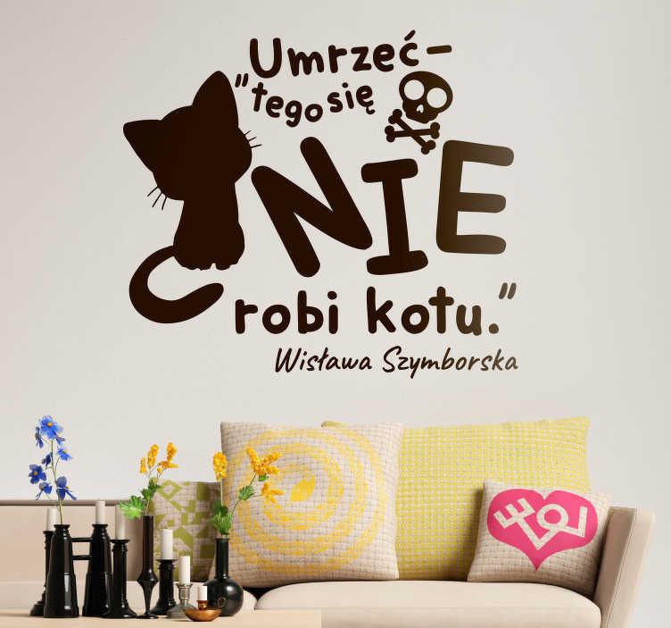 TenStickers. Naklejka na ścianę sławne cytaty Cytat Szymborska. Naklejki na ścianę zwierzęta i cytaty to popularny wybór na dekoracje ścienne w salonie. Oferujemy naklejki z kotem i cytatem Wisławy Szymborskiej.