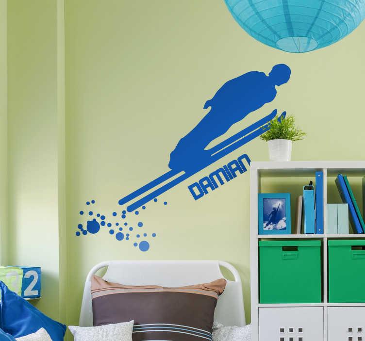 TenVinilo. Vinilo pared Saltador de esquí personalizable. Pegatina formada por la ilustración de la silueta de un saltador de esquí acompañada del nombre que nos indiques. Atención al Cliente Personalizada.