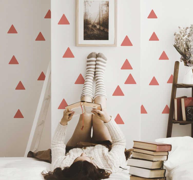 TenVinilo. Vinilo pared set de triangulos living coral. Original patrón adhesivo formado por 49 triángulos en tonos Living Coral ideales para decorar o renovar una estancia. Descuentos para nuevos usuarios.