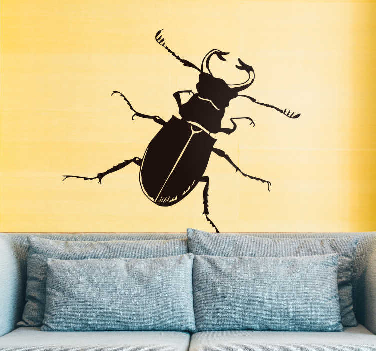TenVinilo. Vinilo insecto ilustración cucaracha. Original pegatina adhesiva para habitación juvenil formada por la ilustración de una cucaracha. Fácil aplicación y sin burbujas.