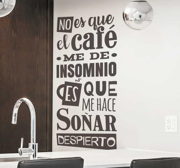 """TenVinilo. Vinilo para pared Frase café. Original pegatina adhesiva formada por el texto """"No es que el café me de insomnio es que me hace soñar despierto"""". Compra Online Segura y Garantizada."""