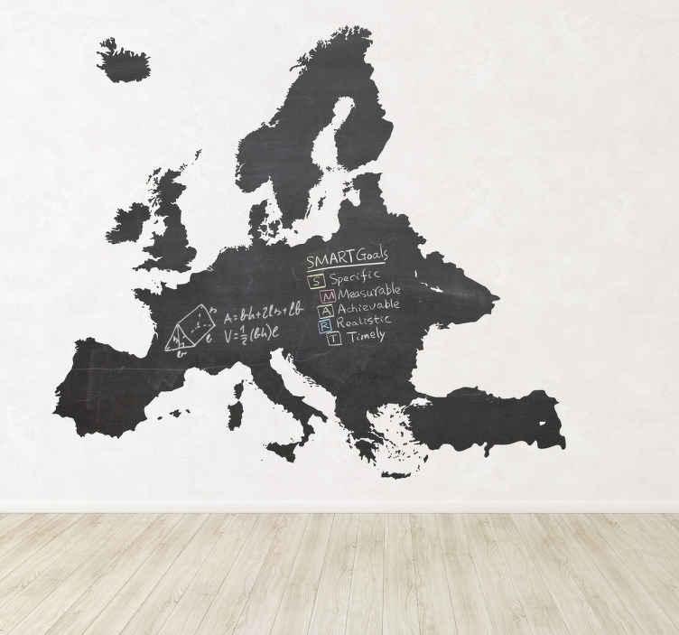 TENSTICKERS. ヨーロッパの黒板のステッカー. 黒板のステッカー - ヨーロッパの大陸のシルエットの壁のステッカー。部屋を飾るのに理想的な黒板壁のステッカーデザイン。このヨーロッパのデカールで壁を飾ることで、いつでも簡単に書くことができます。