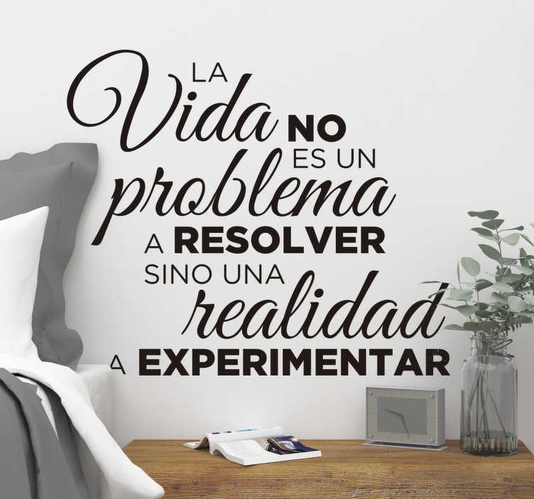 """TenVinilo. Vinilo decorativo frase la vida es para experimentar. Vinilo pared frase motivadora que cita """"la vida no es un problema, sino una realidad a experimentar"""" para motivarte cada día ¡Envío gratis!"""