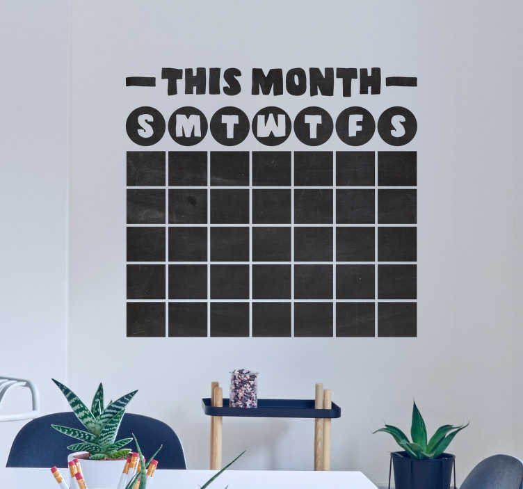 TenStickers. Krijtbord sticker Kalender krijtbord. Kalender krijtbord muursticker, oginiele kalender muursticker en kalender sticker. De kalender wandsticker is volledig aanpasbaar in maat en kleur!