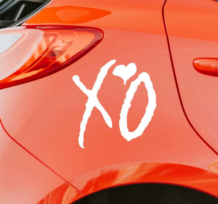 """TenStickers. Autocollant Voiture Amour XO. Pour envoyer un peu d'amour à tous vos voisins de la route ce sticker voiture tuning où il est écrit """"XO"""" ainsi qu'un petit dessin de coeur sera idéal"""