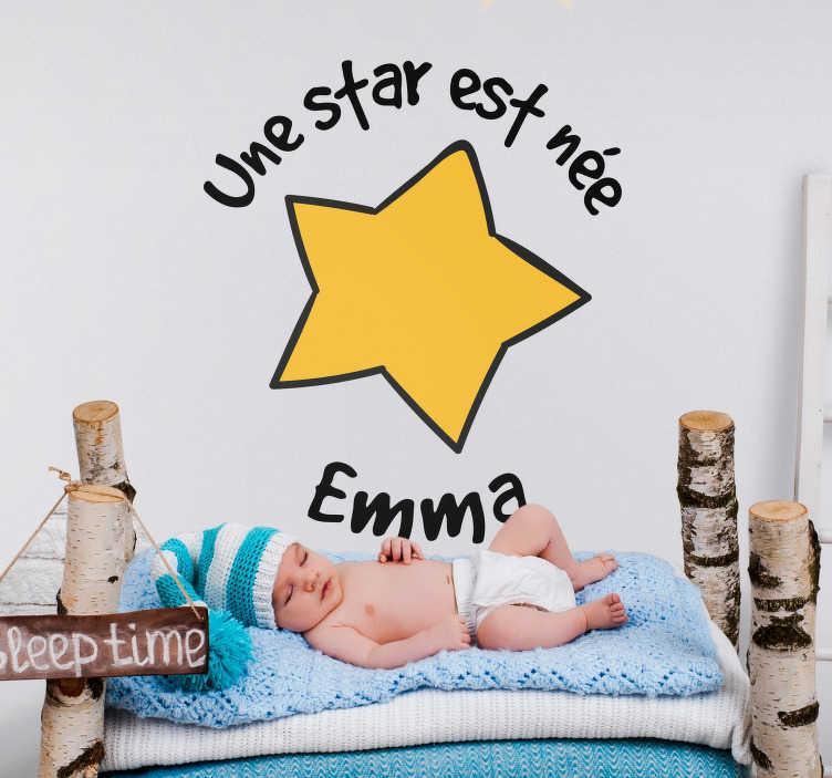 """TenStickers. Sticker Illustration Une star est née. Votre petit bébé star est enfin venu au monde. Célèbrez cela en décorant sa chambre de ce sticker mural enfant """"une star est née"""" !"""