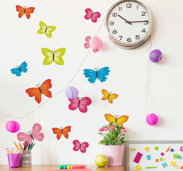 TenStickers. Frühling Schmetterlinge Aufkleber. Mehrfarbige Frühlings Schmetterlinge Wandtattoo, um das Schlafzimmer der Kinder zu schmücken. Es ist selbstklebend, einfach aufzutragen und in jeder Größe erhältlich.