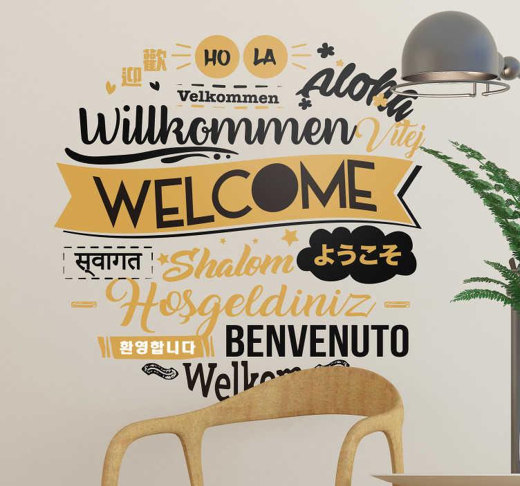 """TenStickers. Cytat na ścianę Welcome w różnych językach. Naklejki na ścianę napisy do salonu to świetny pomysł na świetne dekoracje do domu. Sprawdź naklejkę z napisem """"Witamy"""" w różnych językach."""