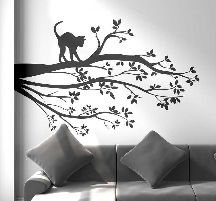 TenStickers. Naklejka na ścianę sylwetka Kot na drzewie. Potrzebujesz niestandardowej dekoracji do salonu? Nasza naklejka na ścianę drzewo z kotem pozwoli ci się przenieść w kompletnie inny świat.