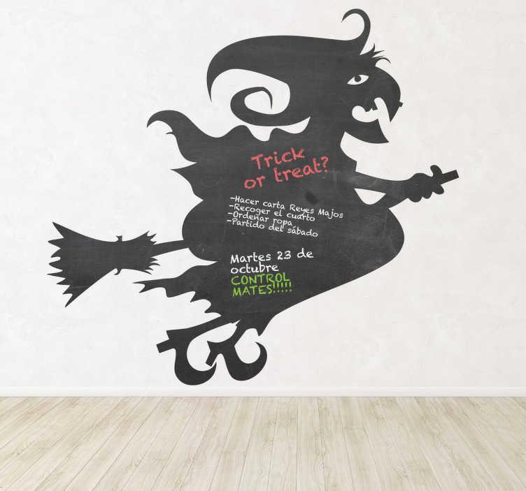 TenVinilo. Vinilo pizarra silueta bruja y escoba. Dibujo de la tradicional bruja malvada sobrevolando el cielo sobre su escoba, impresa sobre adhesivo de pizarra. Perfecta para decoración en Halloween.