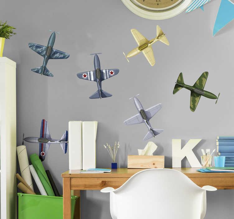 TenStickers. Sticker Original Avions de chasse. Ce sticker de dessin représentant plusieurs avions de chasse de différentes couleurs et de différents motifs ira à tous les aventuriers en herbe !