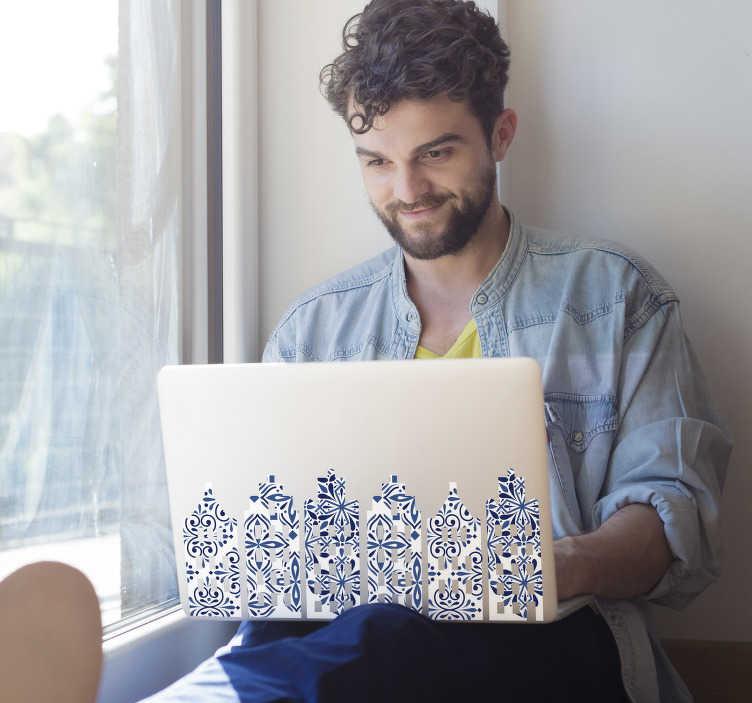 TenStickers. Laptop sticker Nederlandse huisjes. Traditionele Nederland laptop sticker van grachtenpandjes laptopsticker. Nederlandse huisjes laptop sticker en laptop decoratie delfts blauw!