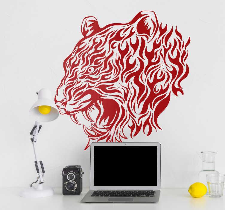 TenStickers. 愤怒的老虎动物墙贴纸. 检查我们的客厅墙贴纸。这个动物墙贴花是一个尖锐的毒牙的愤怒老虎的插图。 +10,000满意的客户。
