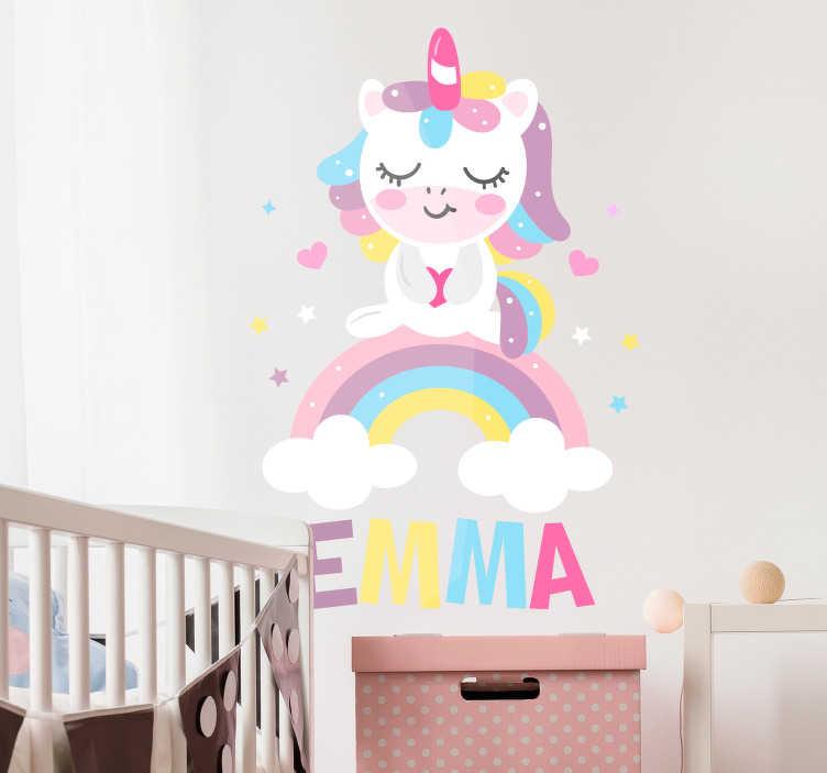 TenStickers. 睡觉独角兽个性贴纸. 一个可爱的睡觉独角兽为您的孩子卧室!这个童话般的墙壁装饰可以个性化,以符合您想要的名称。