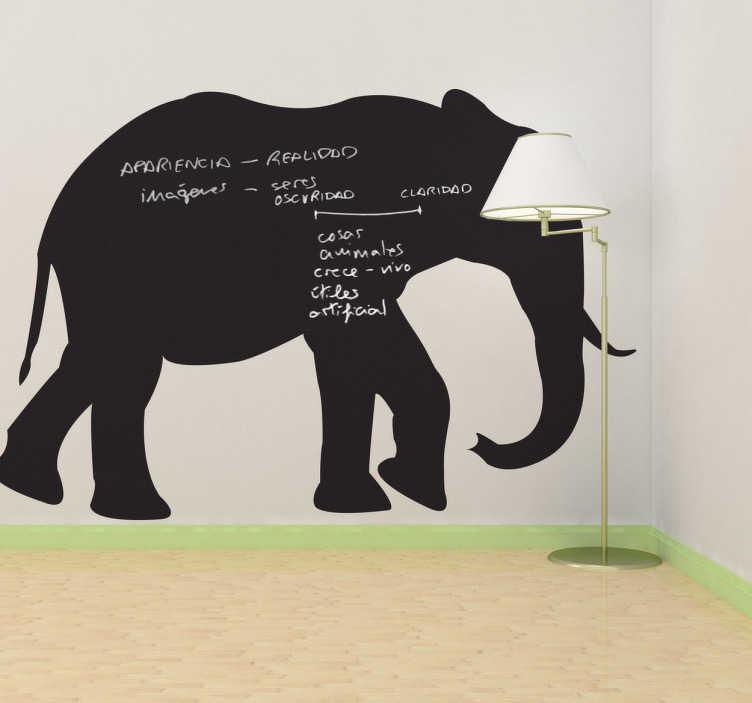TenStickers. Muursticker voor thuis wilde diersoort. Leuke muursticker dat kan dienen als schoolbord in de vorm van een olifant! Op deze krijtbord sticker kan je simpelweg schrijven en tekenen met krijt.
