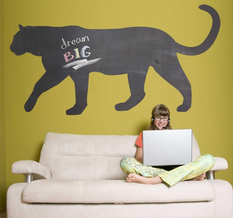 TenVinilo. Vinilo pizarra silueta felino. Dibujo de un gran felino de la jungla impreso en adhesivo de pizarra. Un amenazante diseño pero inofensivo y práctico a la hora de anotar con tiza aquello que necesitas recordar.