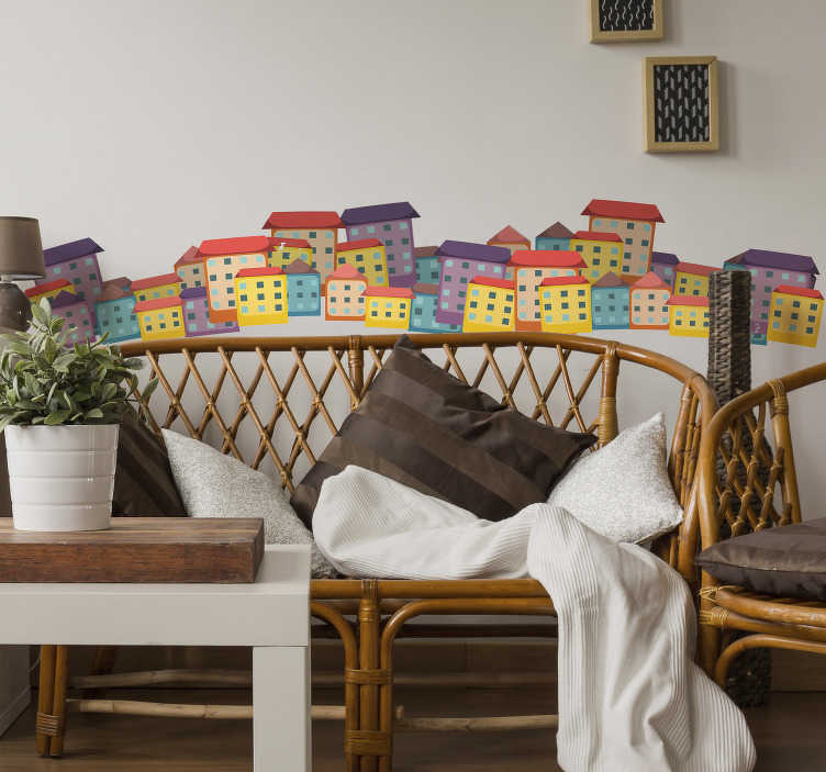 TenStickers. 色彩缤纷的房子客厅墙装饰. 这个墙上的艺术贴纸上有这么多色彩缤纷的房子,这将为您的起居室或卧室带来温馨的氛围。