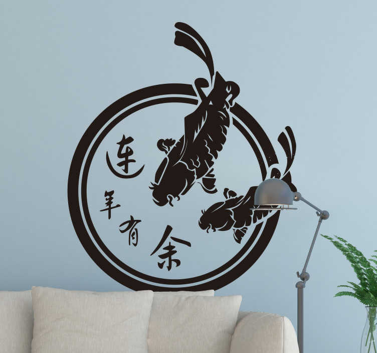 TenStickers. 거실 벽 장식 일본 물고기. 쉽게 적용 할 수 있고 제거하기 쉬운 아름다운 물고기 벽 아트 스티커, 거실이나 침실에서 편안한 분위기.