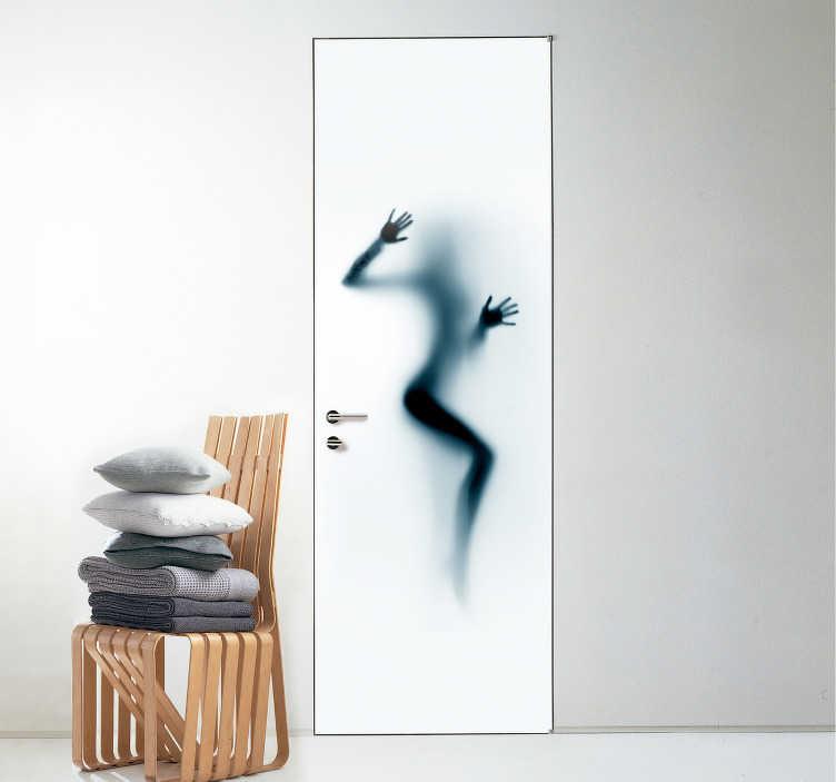 TenStickers. Okleina na drzwi Zmysłowa kobieta. Planujesz dekorację sypialni lub salonu? Chciałbyś zrobić to w niezwykle oryginalny sposób? Sprawdź nasze naklejki na drzwi sylwetki do sypialni.