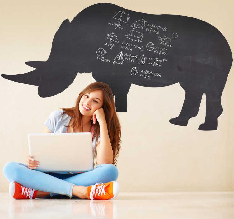 TenStickers. Sticker krijtbord neushoorn. Een leuke muursticker van een prachtige neushoorn dat dient als schoolbord. Ideaal ter wanddecoratie voor uw kind.