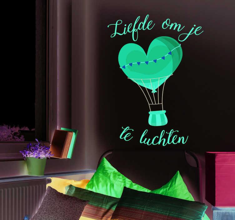 TenStickers. Muurstickers tekst liefde om je hart te luchten. Deze populaire gezegde is omgetoverd in een romantische muursticker. Deze wanddecoratie is ideaal voor een romantische ziel.