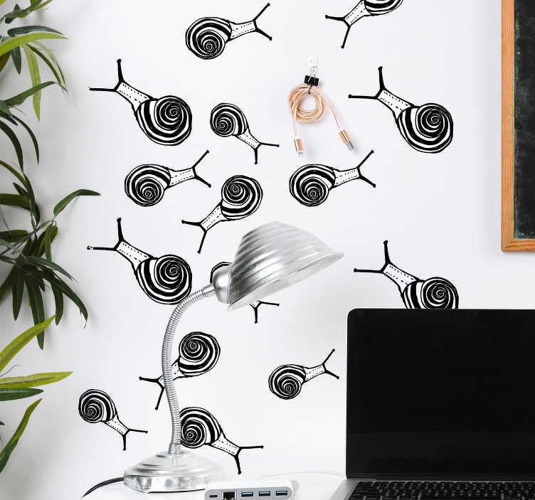 TenStickers. Sticker Maison Dessins d'escargots. Rien de tel pour vous pousser à ralentir votre train-train quotidien que ce sticker mural de plusieurs dessins d'escargots en noir et blanc.