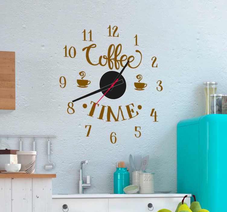 """TenStickers. 咖啡时钟挂钟贴纸. 这个梦幻般的挂钟贴纸总是咖啡时间!这个墙上的艺术贴纸描绘了""""咖啡时间""""和咖啡杯!"""