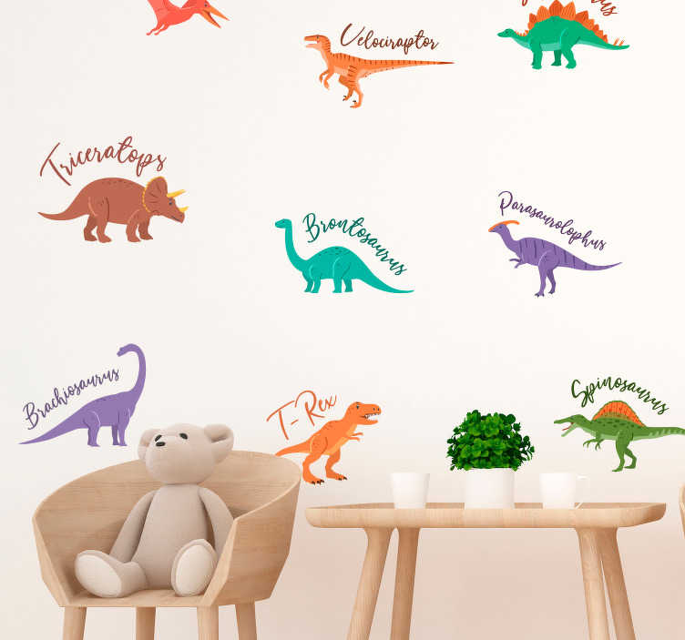 TenStickers. 이름이 집 벽 스티커와 함께 공룡. 너는 아이를 위해 벽 데칼을 사용하여 아이들 방을 장식 할 계획 이니? 우리 아이들의 스티커 일러스트 공룡 아이들을위한 완벽한입니다!