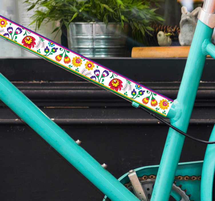 TenStickers. Nalepka na rower Motyw kaszubski folkor. Naklejki na rower z kwiatami to niezwykły pomysł na dekorację tego pojazdu. Wypróbuj naklejki z motywem polskiej sztuki ludowej.