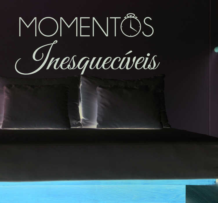 """TenStickers. Autocolante decorativo de motivação pessoal Autocolante momentos. Autocolante decorativo texto com a frase """"Momentos Inesqueciveis"""" é perfeito para decorar a sua sala de estar ou o seu quarto de dormir."""