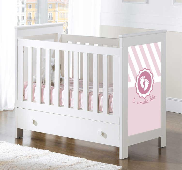 TenStickers. Autocolante com texto É  a minha bebe. Adesivo bebé perfeito para decorar a parede ou o quarto infantil de sua casa. É um vinil autocolante com ilustração e texto.