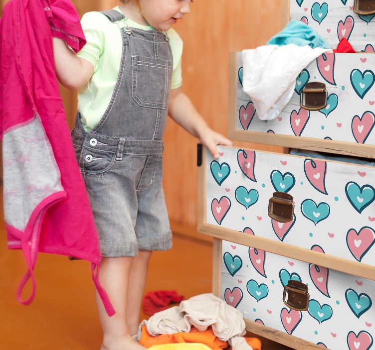 TenStickers. Meubelstickers harten patroon. Hartjes Meubelstickers en harten patroon meubelstickers, ideaal voor de babykamer. Interessante kaststickers en andere soorten meubels stickers!