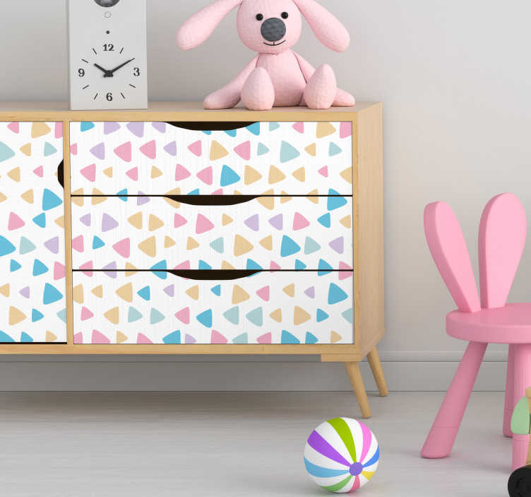TenStickers. Sticker Meuble Motifs Triangulaires. Pour un revêtement pour meuble joli et original afin d'embellir l'espace personnel de votre enfant, ce sticker meuble de triangles pastels sera idéal.