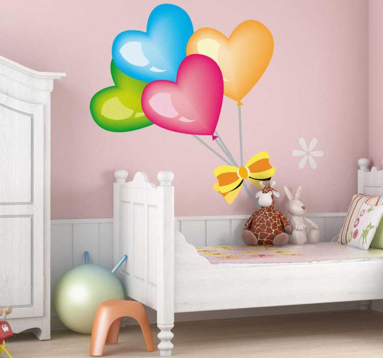 TenStickers. Autocolante balões coloridos em forma de coração. Autocolante decorativo ilustrando 4 balões coloridos em forma de coração. Decore o quarto dos seus filhos com este adorável vinil decorativo.