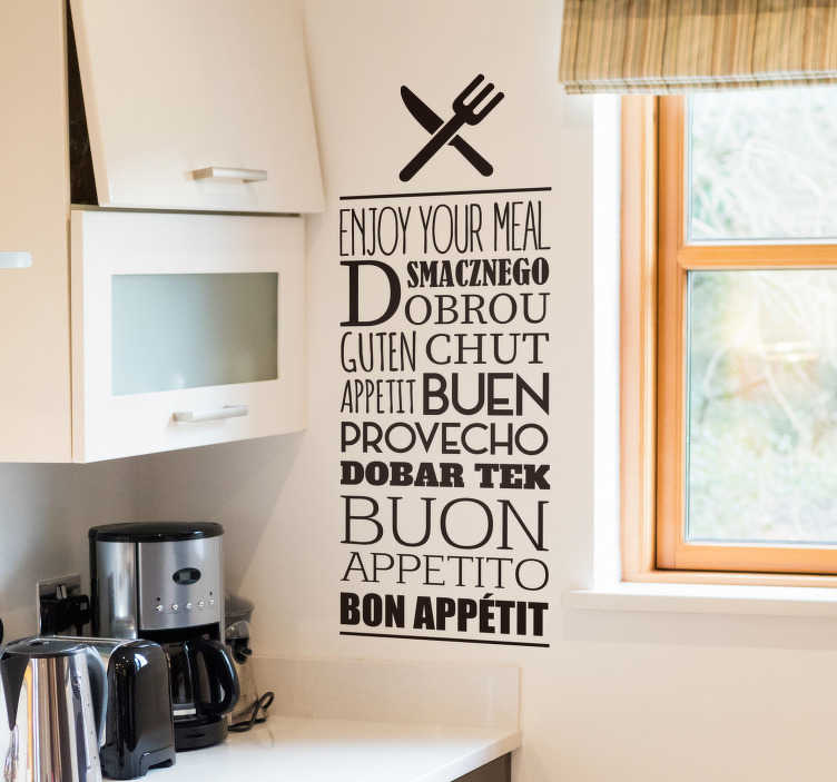 """TenStickers. 享受你的餐饮文字贴纸. 厨房墙贴花与各种语言的文字,翻译""""享受你的饭"""",从我们的文字墙贴集合。"""