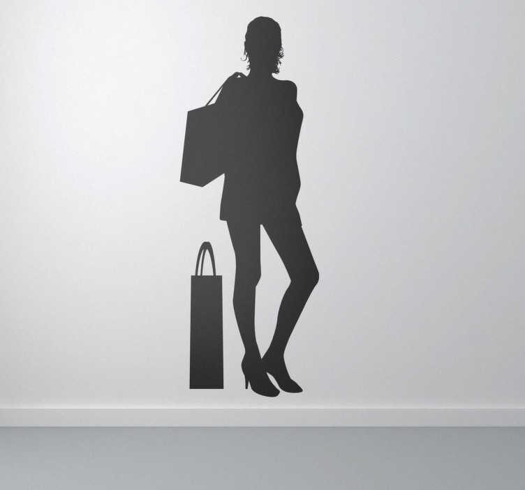 TenVinilo. Vinilo silueta chica de compras. Adhesivo moderno con la sombra de una joven saliendo de tiendas llevando bolsas de regalos. Consigue una decoración chic con este vinilo.