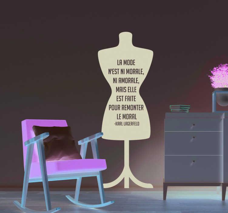 TenStickers. Sticker Maison Citation Lagerfeld La Mode. Si vous souhaitez appliquer une citation de Karl Lagerfeld sur le thème de la mode, nous avons le sticker mural qu'il vous faut !