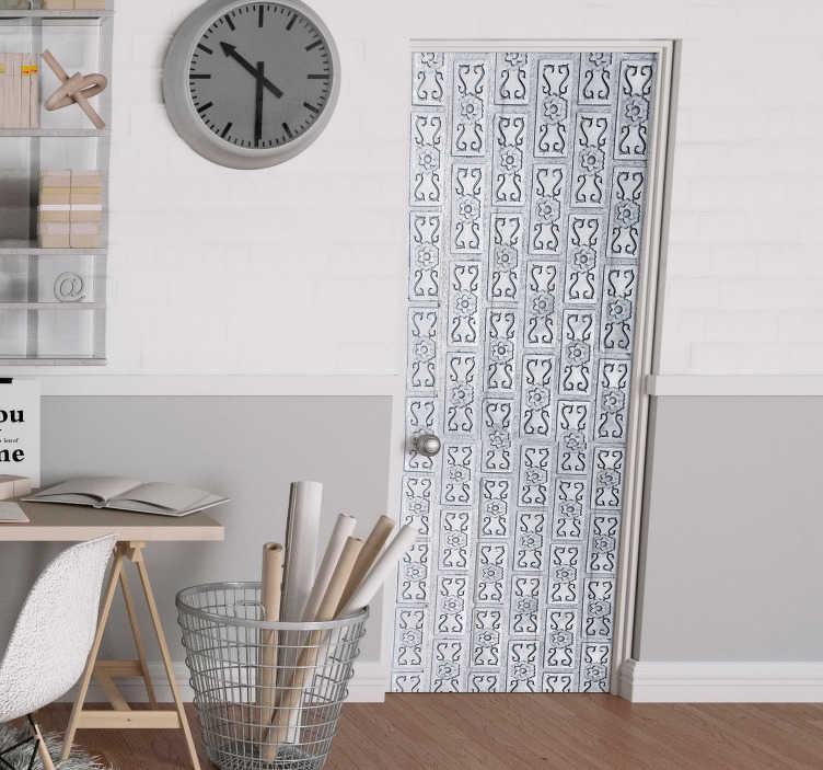 TenStickers. Fototapeta Ornamenty na drzwi. Planujesz dekorację sypialni lub salonu? Chciałbyś zrobić to w niezwykle oryginalny sposób? Sprawdź nasze naklejki na drzwi ornamenty do sypialni.