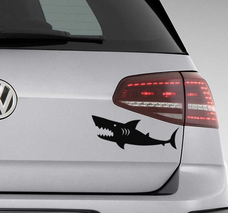 TenStickers. Naklejka z rysunkiem Wściekły rekin. Zamierzasz udekorować auto w interesujący sposób? Nasze naklejki zwierzęta na samochód z rekinem to pomysł na oryginalne naklejki tuningowe.