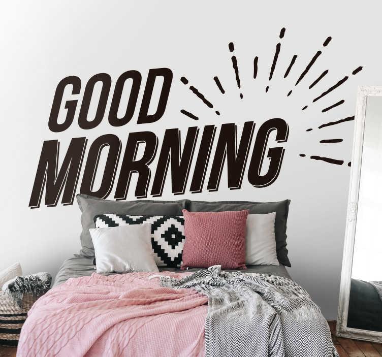 "TenStickers. 좋은 아침 텍스트 스티커. 매일 아침 아주 좋은 아침을 원한다면, ""좋은 아침""이라는 텍스트의 침실 벽 스티커를 좋아할 것입니다."