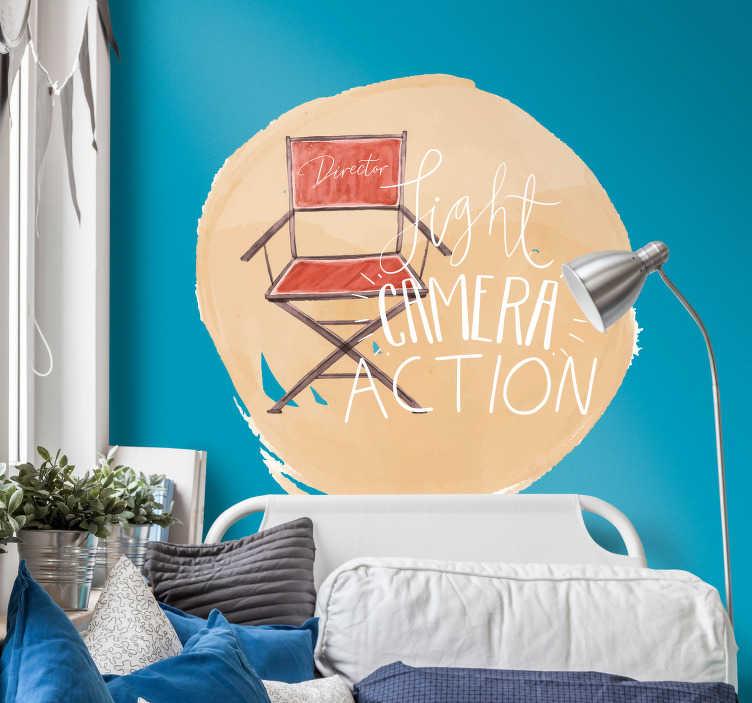 """TenStickers. Sticker Cinéma Chaise de directeur film. Ce sticker de dessin représentant une chaise de directeur de film et un texte """"light camera action"""" est désigné pour tous les amoureux du cinéma."""
