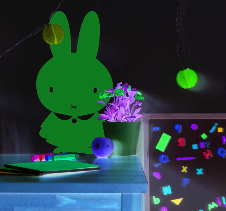 TenStickers. Naklejka z rysunkiem Elegancki królik. Nie wiesz jak udekorować pokój dla dzieci? Zastosuj naklejki ścienne dziecięce z królikiem. Ponad 50 dostępnych kolorów!