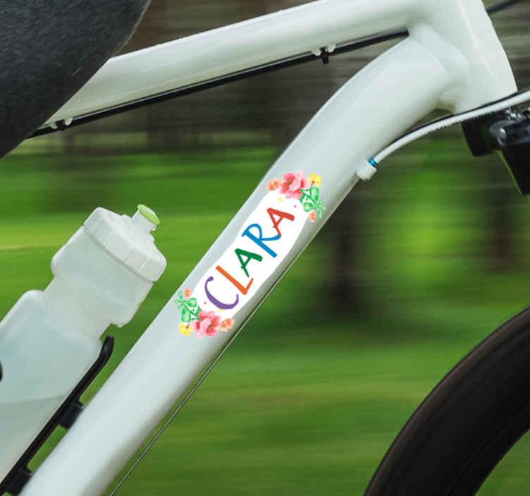 TenStickers. Autocollant Tuning Fleurs Prénom. Vous aimez faire du vélo et vous avez envie de le rendre totalement personnel ? Ce sticker personnalisé vous permettra d'y mettre votre prénom !